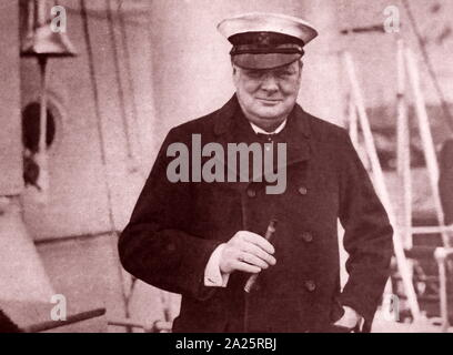 Sir Winston Churchill (1874 - 1965), politicien britannique vers 1930. Il a été Premier Ministre du Royaume-Uni de 1940 à 1945, quand il a conduit la Grande-Bretagne à la victoire dans la seconde guerre mondiale, puis de nouveau de 1951 à 1955 Banque D'Images