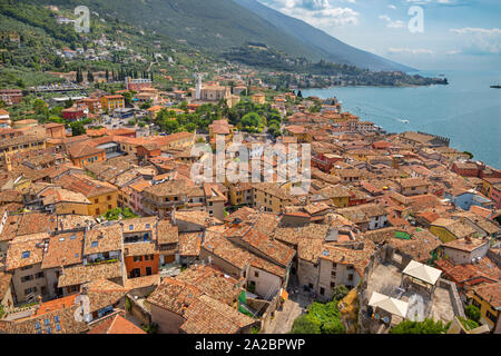 Le château de Malcesine et Lago di Garda Lake. Banque D'Images