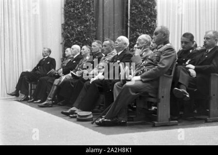 Nazi-Prominenz Dieselfeier Honoratioren und bei der man im Werk à Augsbourg, Deutschland 1930 er Jahre. Les dignitaires et fonctionnaires nazis sur l'anniversaire Diesel à l'usine MAN à Augsbourg, Allemagne 1930.
