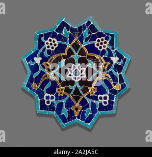 Twelve-Point Star, fin du 15e siècle, l'Iran ou l'Asie centrale, l'Iran, fritware coupe carreaux et remonté comme une mosaïque, 59,7 cm (23 1/2 po Banque D'Images