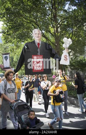 Les étudiants de la ville de New York, l'une des centaines de grève dans le monde le 20 septembre 2019, juste avant la réunion des Nations Unies sur la gravité du changement climatique.