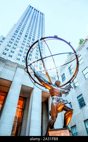 Le Rockefeller Center et la sculpture Atlas à Manhattan, New York City, USA. Banque D'Images