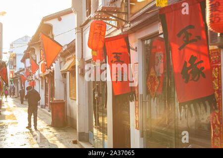 SHANGHAI, CHINE - Vers février 2013: paysage urbain de Shanghai dans la journée.. Banque D'Images