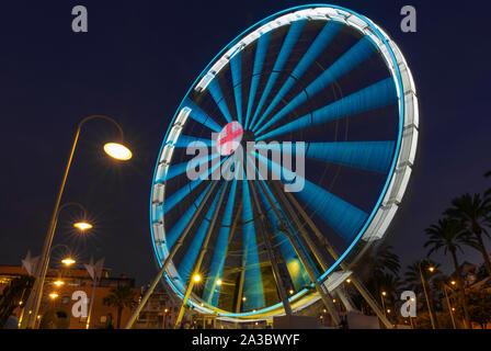 Gênes, Italie - 05/10/2019: la grande roue de nuit avec des lumières colorées dans 'Porto Antico' Harbour. Banque D'Images