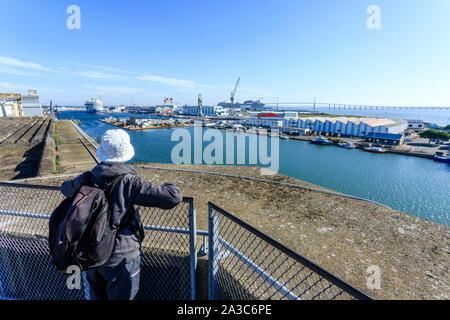 France, Loire Atlantique, Saint Nazaire, panorama depuis le toit de l'ancienne base sous-marine, vue sur le bassin de Penhoet // France, Loire-Atlantique (44), Banque D'Images