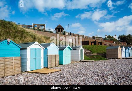 Cabines de plage à Budleigh Salterton. La fin de l'automne quand les visiteurs sont rentrés chez eux.