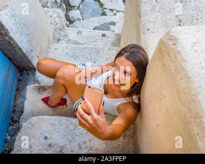 Jeune femme jambes talons
