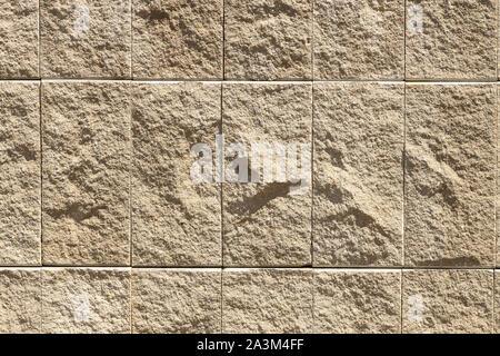 Granit ou marbre naturel beige sur tuile de mur extérieur. Grunge texture, pierre, pour l'arrière plan. Banque D'Images