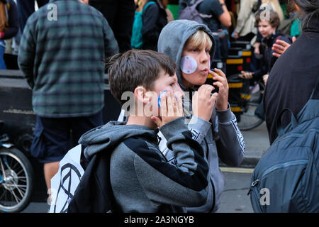 Whitehall, Londres, Royaume-Uni. 9 octobre 2019. Rébellion d'extinction les changements climatiques autour de manifestants Westminster. Crédit: Matthieu Chattle/Alamy Live News Banque D'Images