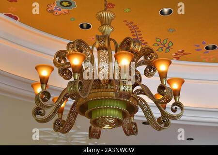 Cette belle lampe fait partie de la décoration raffinée de la Wynn Las Vegas. Le Nevada, USA. 2 octobre 2018