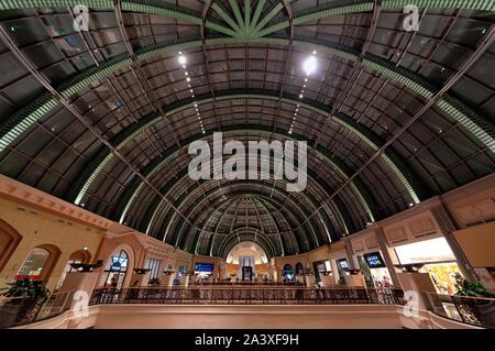 Dubaï, Émirats arabes unis - janvier 08, 2012: Avis de la structure du toit du centre commercial Mall of the Emirates. Ce centre commercial a été ouvert en 2005 et dispose de plus de 630 retail Banque D'Images