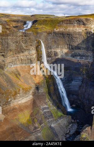 Haifoss Cascade dans les Highlands, l'Islande Banque D'Images