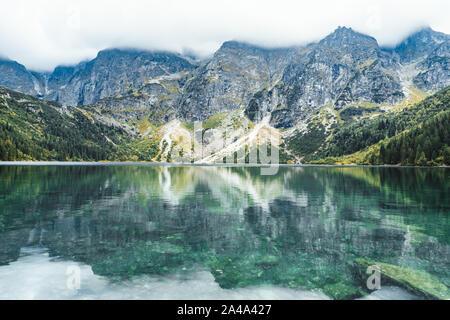 Paysage d'automne dans les montagnes du Lac Parc National des Tatras Banque D'Images