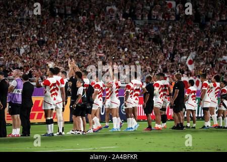 Kanagawa, Japon. 13 Oct, 2019. Le Japon félicite les joueurs les fans après avoir remporté la Coupe du Monde de Rugby 2019 extérieure une correspondance entre le Japon 28-21 Ecosse au stade international de Yokohama à Kanagawa, Japon, le 13 octobre 2019. Credit: Koji Aoki/AFLO SPORT/Alamy Live News