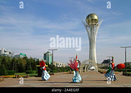 Nur-Sultan, Kazakhstan - Le 25 août 2019: Le cityscpae Nur-Sultan de, Kazakhstan, lors d'une journée ensoleillée avec la célèbre Tour Bayterek en son centre. Banque D'Images