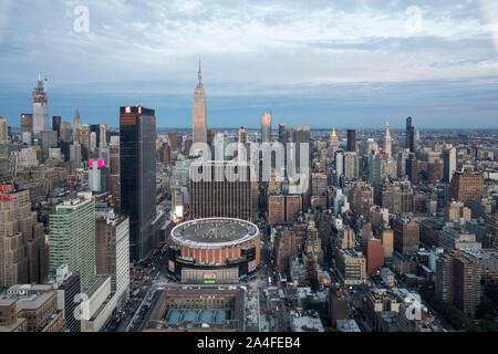 La VILLE DE NEW YORK, NY - 5 octobre, 2019: Vue aérienne du Madison Square Garden, à Manhattan, New York City, NY, USA, à l'Ouest.