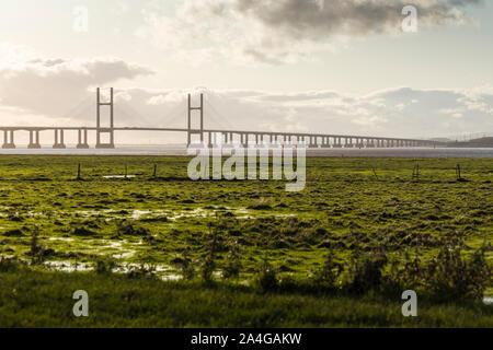 Le deuxième passage Severn / pont Prince-de-Galles, portant le M4 entre l'Angleterre et au Pays de Galles, vu de Saint-règle Wetlands réserve naturelle.