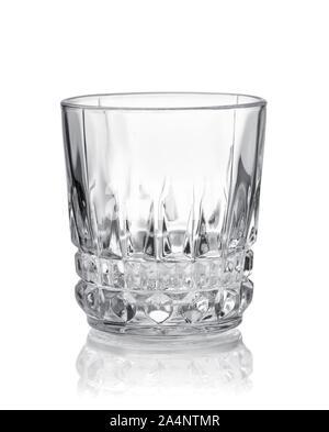 Vue avant du verre coupe de cristal vide isolated on white Banque D'Images