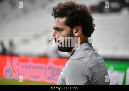 Istanbul, Turquie - 13 août 2019: Mohamed Salah une gâche () de Liverpool FC sur le terrain à la formation d'avant-match avant la Super Coupe de l'UEFA Banque D'Images