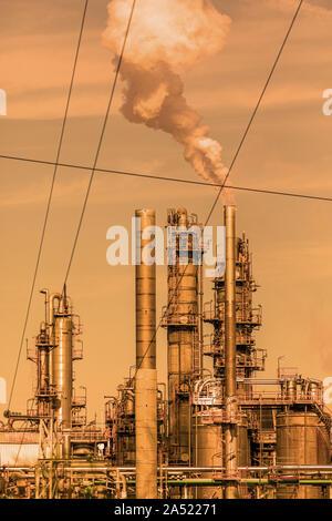La pollution d'une usine pétrochimique près de Guadarranque, Province de Cadiz, Andalousie Espagne Banque D'Images