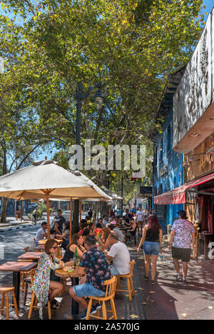 Santiago, Bellavista. Cafés et bars sur la rue Pio Nono, Barrio Bellavista, Santiago, Chili, Amérique du Sud Banque D'Images