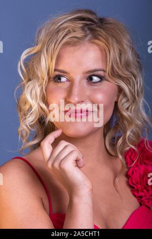 Très belle jeune femme blonde divers modèles fashions en studio. Banque D'Images