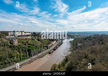 Bristol, Royaume-Uni, avril 2019 - Vue de la rivière Avon et de Bristol Clifton Suspension Bridge