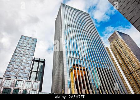 Gratte-ciel sur Gloucester Road. Wan Chai, Hong Kong, Chine.