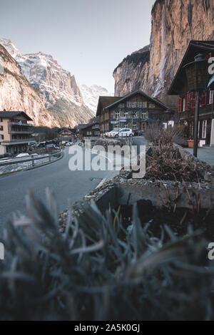 Petite ville appelée Lauterbrunnen en Suisse Banque D'Images