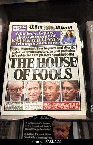 La une des journaux sur la couverture de The Mail on Sunday newspaper in London England UK