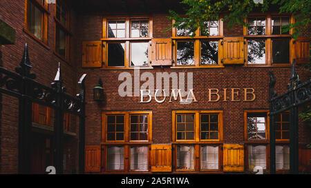 Leeuwarden, Pays-Bas - le 19 octobre 2019: La Buma Bibliotheek sur Kerkstraat à Leeuwarden, la capitale de la province de Frise, Pays-Bas Banque D'Images