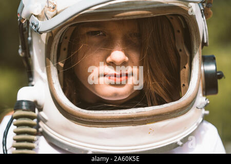Portrait of Girl wearing helmet espace Banque D'Images