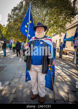 Anti-Brexit manifestants devant le Parlement, Westminster, London, UK. Banque D'Images