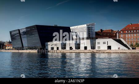 Copenhague, Danemark - septembre 21, 2019: Le Black Diamond à Copenhague a été achevé en 1999 et est une extension de la Bibliothèque royale.