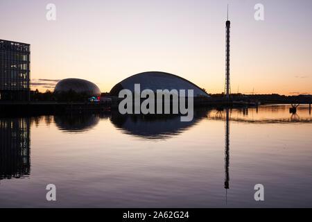 La Rivière Clyde à Glasgow, près de Finnieston, montrant de gauche à droite: BBC Scotland, Cineworld, Centre des sciences de Glasgow, Glasgow Tower. Banque D'Images