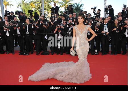CANNES, FRANCE. 16 mai 2012: Eva Longoria lors de la première de Moonrise Kingdom - le gala d'ouverture du 65e Festival de Cannes. © 2012 Paul Smith / Featureflash Banque D'Images