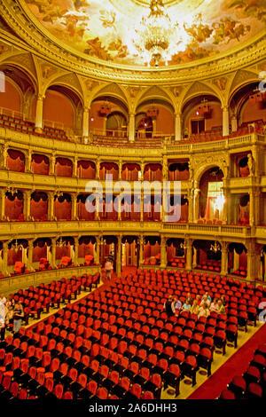 Intérieur de l'Opéra d'État hongrois (Magyar Allami Operahaz) à Budapest. Banque D'Images