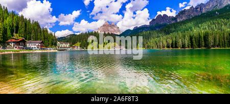 Landsape idyllique merveilleux du magnifique lac Lago di Misurina dans nord de l'Italie