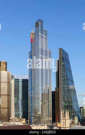 Ville de London financial district gratte-ciel: Tower 42, 100 Bishopsgate, 22 Bishopsgate, Cheesegrater, et quartier historique de St Andrew Undershaft Banque D'Images