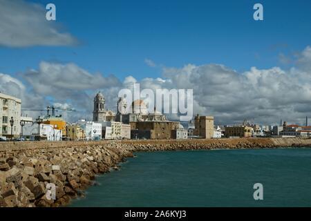 Promenade à Cadix avec vue sur la célèbre cathédrale