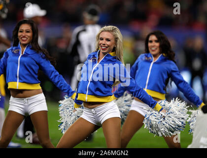 Le stade de Wembley, Londres, Royaume-Uni. 27 Oct, 2019. Ligue nationale de football, Los Angeles Rams contre Cincinnati Bengals ; Los Angeles Rams cheerleaders de divertir les fans au cours du 2e semestre - usage éditorial : Action Crédit Plus Sport/Alamy Live News Banque D'Images
