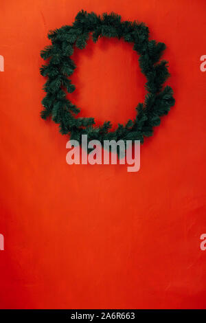 Couronne de Noël pour la nouvelle année à l'intérieur de la rose décor mural Banque D'Images
