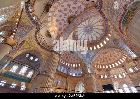 Intérieur de la Mosquée Bleue, Istanbul, Turquie. Banque D'Images