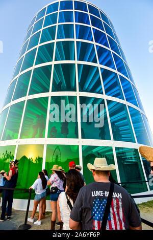 Scène de foule au Stagecoach Country Music Festival à Indio, en Californie