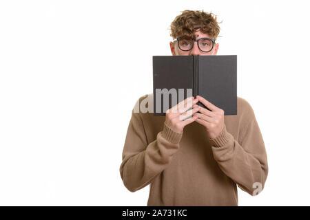 Beau jeune homme de race blanche se cacher derrière d'adresses Banque D'Images