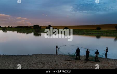 Les pêcheurs de saumons sur la rivière Tweed pêche à Paxton House Banque D'Images