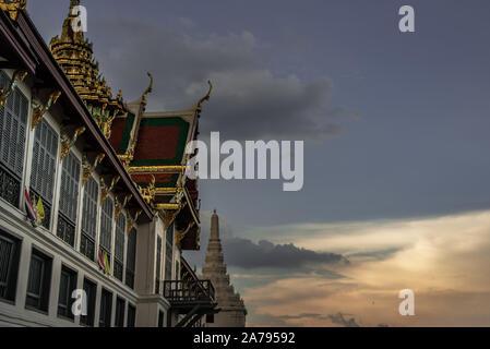 Bangkok, Thaïlande 27 Oct, 2019: la beauté du Temple du Bouddha d'Émeraude (Wat Phra Kaew) et le Grand Palais, au crépuscule, il s'agit d'un important Banque D'Images