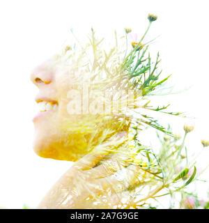 Profil de l'exposition double portrait d'un jeune, souriant la beauté naturelle combinée avec de belles petites fleurs jaunes sur fond blanc Banque D'Images