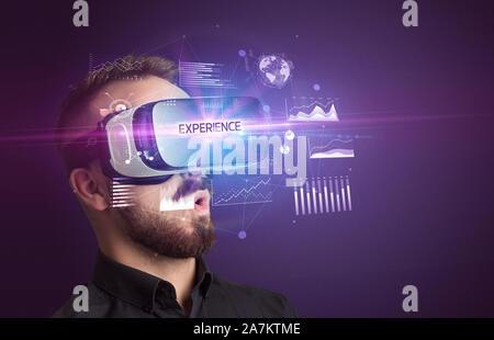 Woman lunettes de réalité virtuelle avec l'expérience de l'inscription, nouveau concept commercial Banque D'Images