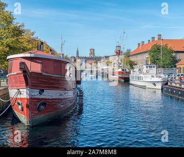Copenhague, Danemark - septembre 21, 2019: Une scène typique de l'un des canaux de la ville.